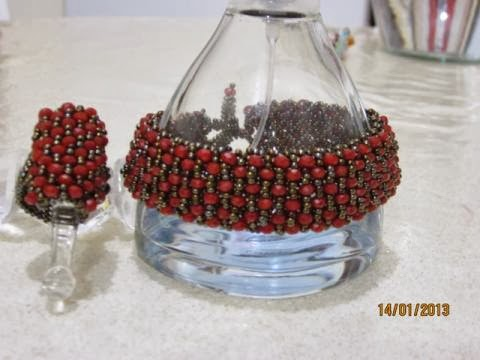 Kırmızı kristal bileklik ve kristal taşlı yüzük