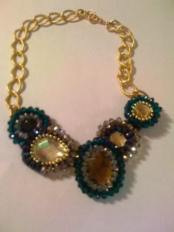 Yeşil kristal taşlı kolye